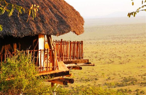 KENYA SAFARI – Lions Bluff Lodge