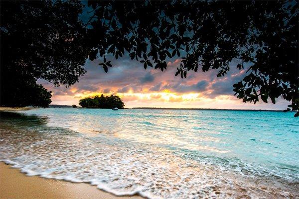 VANUATU – Barrier Beach House