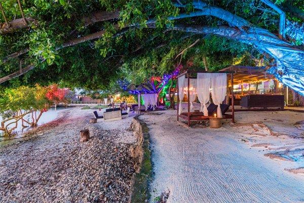 VANUATU Chantilly's on the Bay Port Vila –  50% Airline Staff Discount