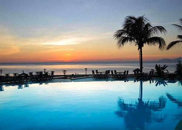 DANANG  Centara Sandy Beach Resort –  up to 40% Airline Staff Discount